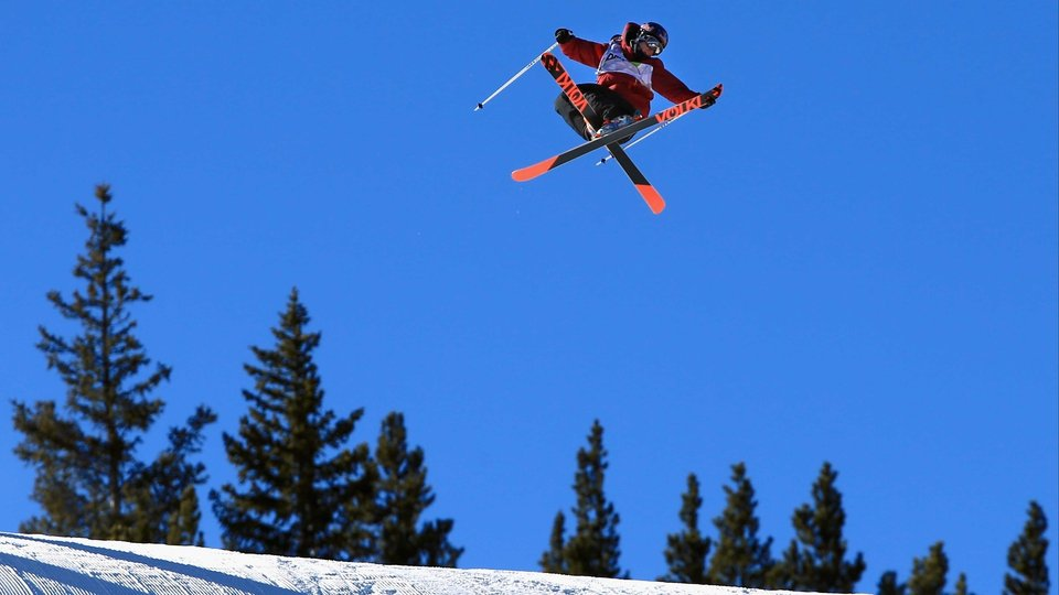 Russ Henshaw in the men's ski slopestyle at the Dew Tour iON Mountain Championships in Colorado