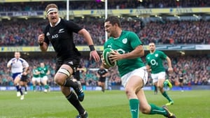 Ireland full back Rob Kearney races away from New Zealand's Kieran Read to score a try at the Aviva Stadium in Dublin