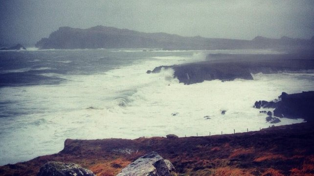 Large waves in west Kerry (Pic: Seán Mac an tSíthigh)