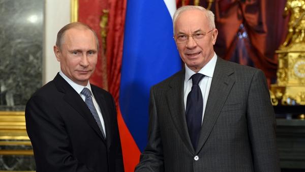 Mykola Azarov (right) with Russian President Vladimir Putin