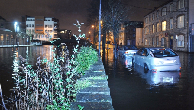 Cars were trapped in water overflowing from the River Lee (Daragh Mc Sweeney/Provision)