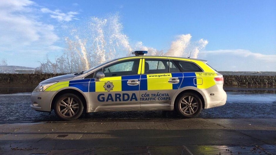 Gardaí closed Sandymount Road in Dublin during high tide (Pic: @gardatraffic)
