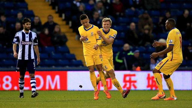Palace players celebrate Dwight Gayle's goal