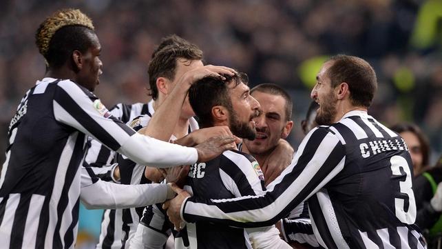 Juventus beat nine-man Roma in Turin