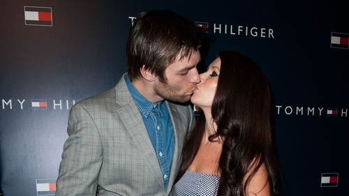Spartacus actor Liam McIntyre has tied the knot with his longtime girlfriend
