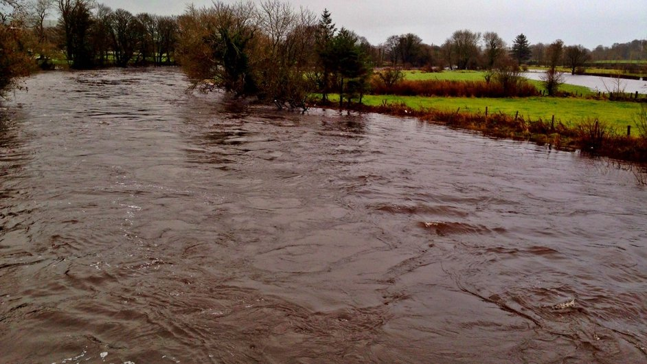 The River Finn in Ballybofey in Donegal is close to breaking its banks (Pic: Stephen Wilson)