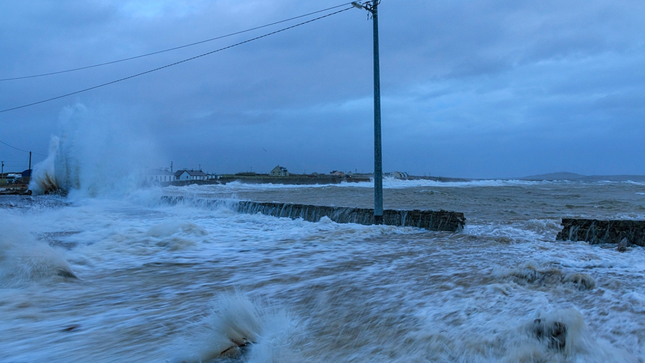 Waves lashing the shoreline at Kilbaha in Co Clare (Pic: Carsten Krieger)