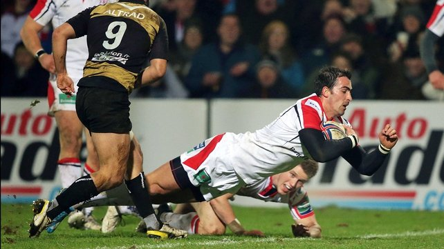 Ruan Pienaar goes over for his first half try