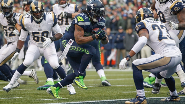 Marshawn Lynch rushes to score a third quarter touchdown