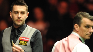 Selby (l) cruised to a 4-0 lead with breaks of 59 and 80 in the opening two frames