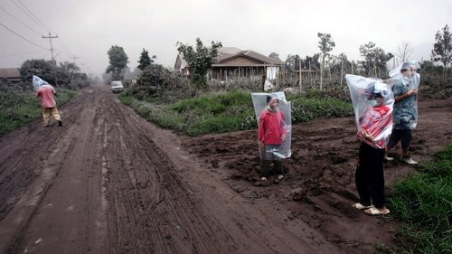 More than 19,000 people have been evacuated from villages in risky areas around Mount Sinabung