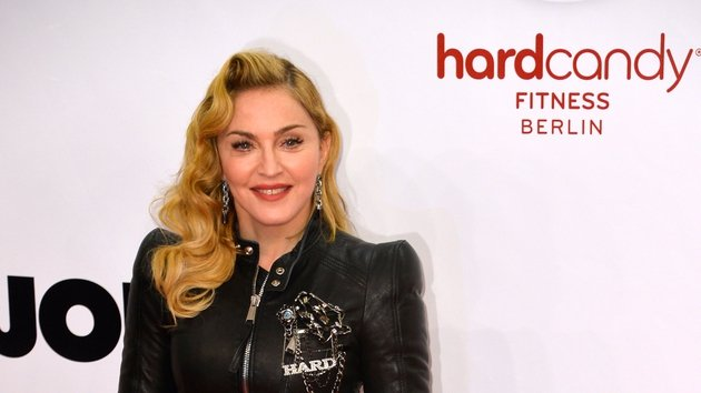 Madonna injured in high heel fall