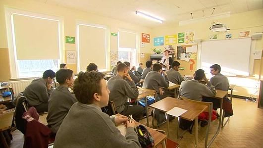 Máire Concannon, múinteoir Gaeilge san Catholic Memorial High School, i West Roxbury, Boston & Seán Ó Coisdealbha, Muintearas.