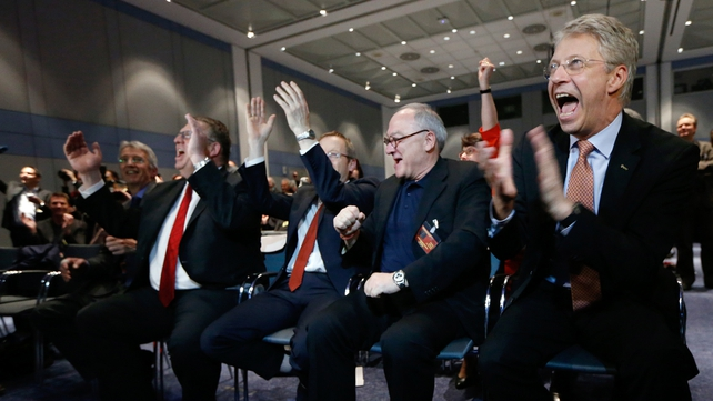 Members of the ESA react to the signal from Rosetta