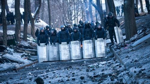 Ukrainian policemen block Grushevskogo Street in Kiev