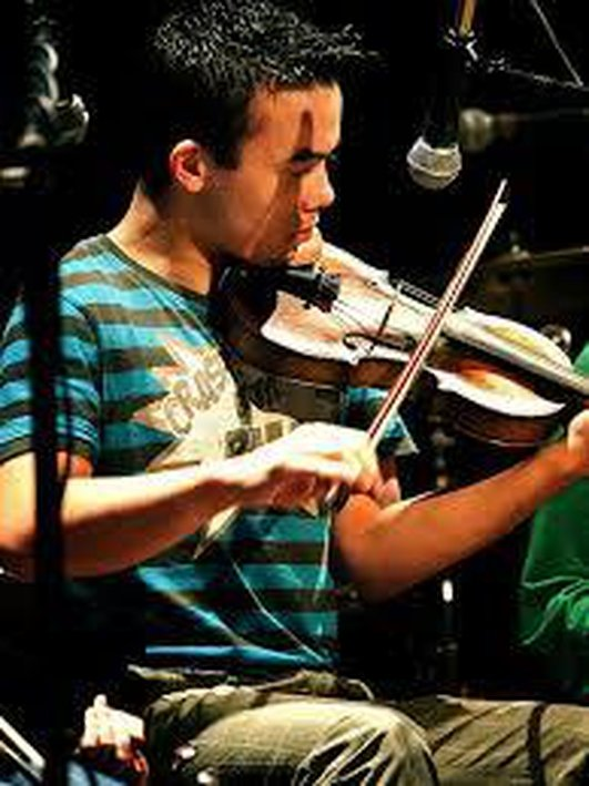 Chat & performance with Jarlath Tinvan (fiddle) & brother Conor (concertina)