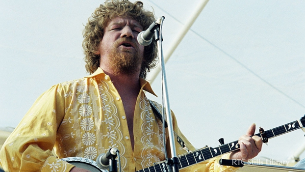 Luke Kelly Performing