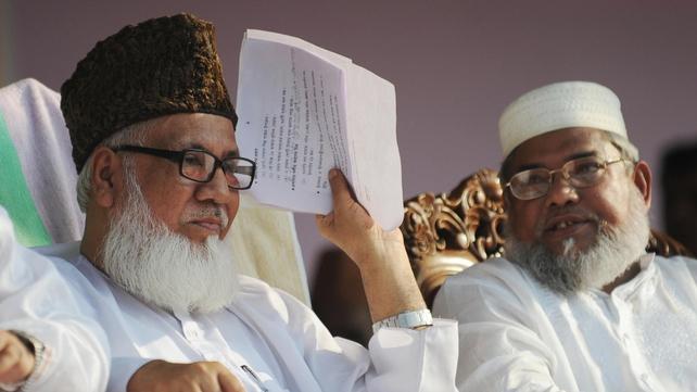 Bangladeshi Jamaat-e-Islami chief Motiur Rahman Nizami (L) attends a rally in Dhaka