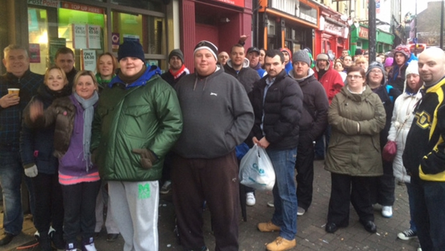 Garth Brooks fans queuing up for tickets - photo by Damien Tiernan
