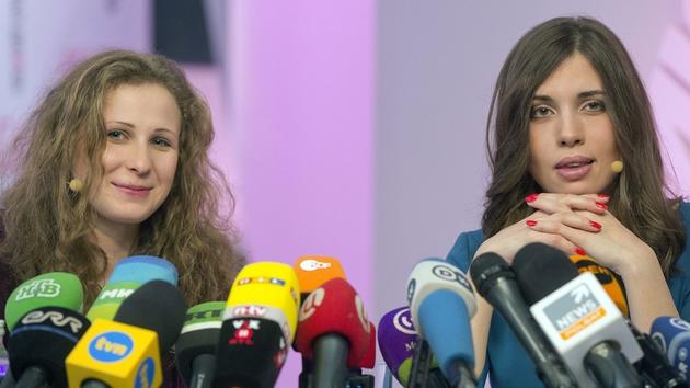 Alyokhina and Tolokonnikova - Saturday Night Show at 10.05pm