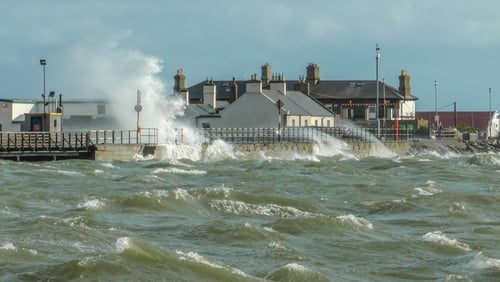 High waters test Clontarf's sea defences (Pic: Brendan Cooney)