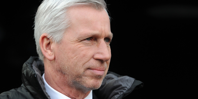 Alan Pardew watches as Sunderland see off his Newcastle side