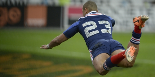 Gael Fickou snatches a last-gasp try for France