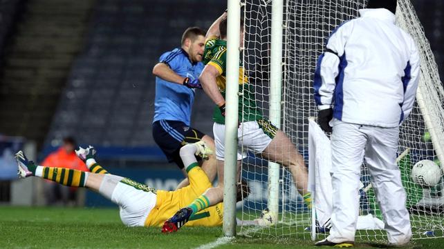 Kevin McManamon scores a goal for Dublin