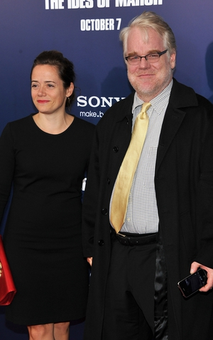 Philip Seymour Hoffman poses with his partner Mimi O'Donnell in 2011