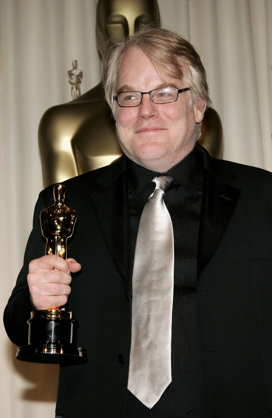 Hoffman winning an Oscar for Best Actor at the 2006 Academy Awards for his performance in Capote