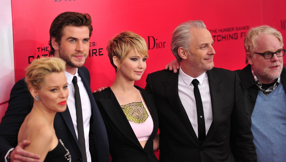 Hoffman with his Hunger Games cast mates in November 2013