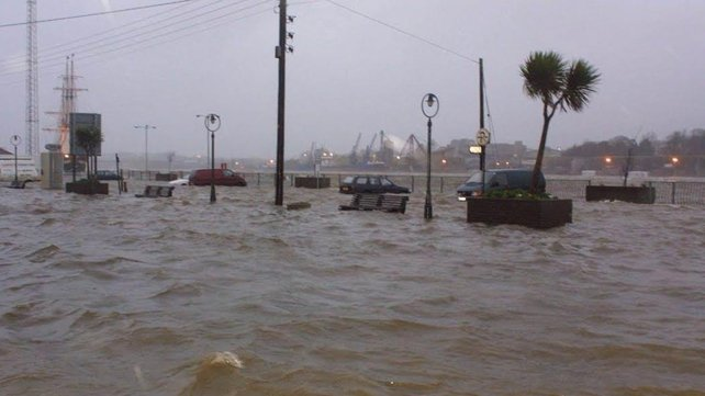 Cars going nowhere on The Quays in New Ross (Pic: Paddy Delaney)