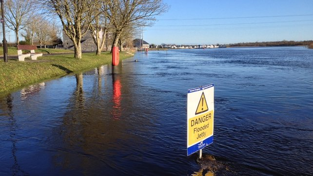 Flood warnings remain in place in Athlone