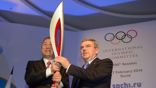 UN Secretary-General Ban Ki-Moon (L) and International Olympic Committee president Thomas Bach with the Olympic torch