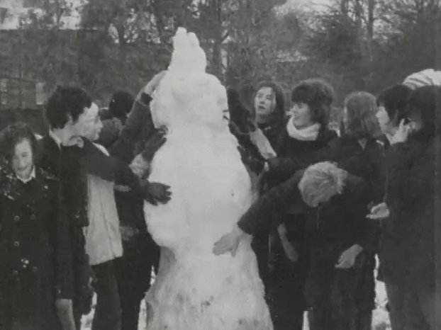 Children make a Snowman (1974)