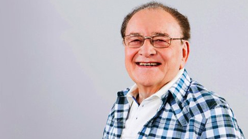 Larry Gogan continues his tradition of playing the first Christmas song on 2FM