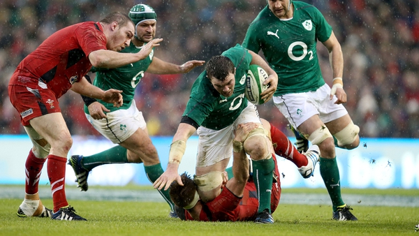 Peter O'Mahony attacks the Wales line