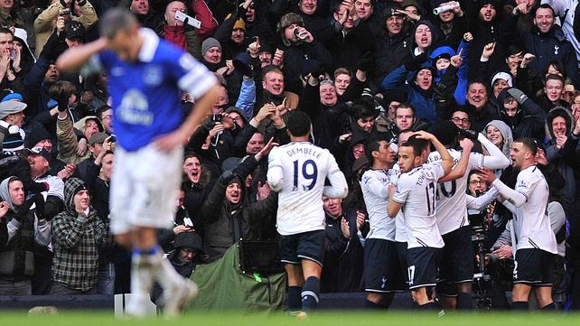 Tottenham players celebrate after Emmanuel Adebayor's goal