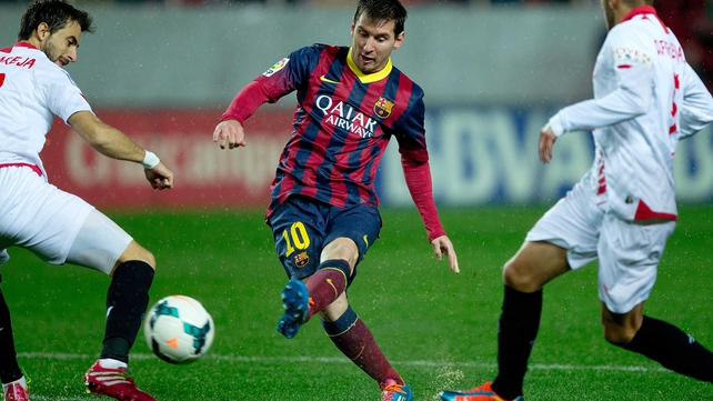 Lionel Messi's double helped Barcelona to a 4-1 win in rainy Seville