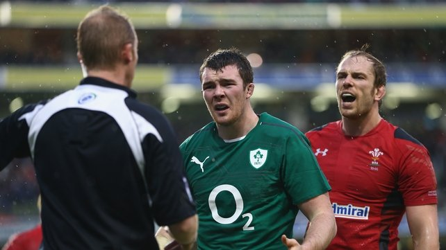 Peter O'Mahony questions referee Wayne Barnes as Alun-Wyn Jones offers his own opinion