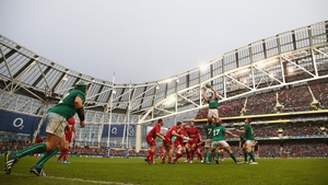 Rory Best throws to Devin Toner for Ireland against Wales at the Aviva Stadium