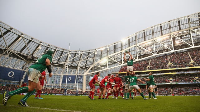 Rory Best throws to Devin Toner in the lineout against Wales