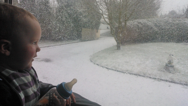 Zach Tobin seeing snow for the first time in Carrickmacross, Co Monaghan (Pic: Ramon Tobin)