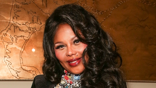 Lil' Kim is to become a mum for the first time