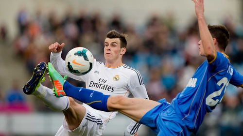 Gareth Bale (left) competes for the ball with Martin Vigaray of Getafe