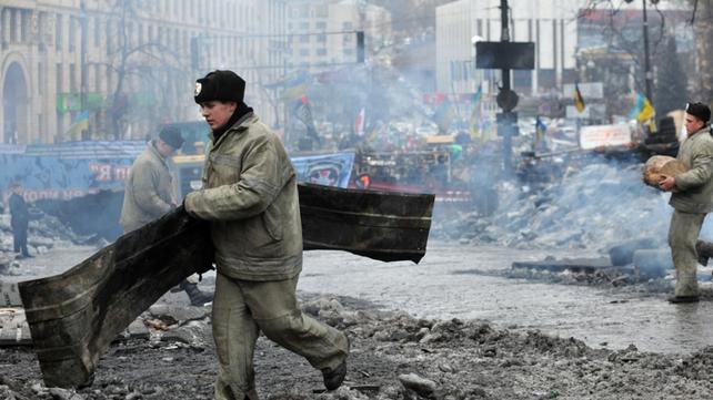 Policemen help Kiev communal services remove an opposition barricade on Grushevsky street