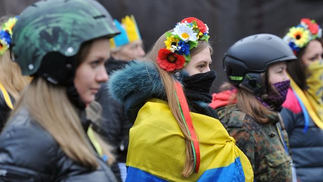 Activists of Maidan watch Kiev's communal services remove barricade
