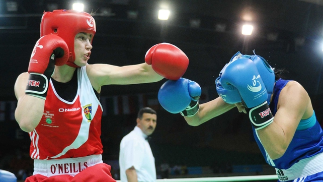 Katie Taylor (l) in action against Saida Khassenova of Kazakhstan in China in 2012