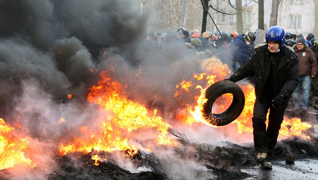 Riot police and protesters have clashed at Kiev's Independence Square
