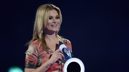 Kate Moss accepted Bowie's Brit on his behalf